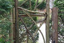 Kapuk és kerítések fémből, fából