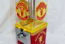 Manchester United Soccer / vintage Komet gumball machine, customize and themed as a Manchester United machine.