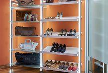 Schuh- und Taschenregale