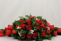 Christmas Wedding Theme / Christmas themed wedding flowers by Petals Polly. www.petalspollyflowers.co.uk