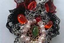 Necklaces , brooches, ornaments made with ribbons and materials / Moje prace