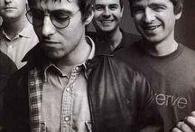 Oasis / Oasis, la banda que lideró el britpop y que marcó una época y a una generación. Fotografías e imágenes de la banda de Liam Gallagher y Noel Gallagher desde sus inicios.