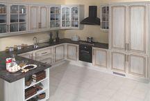 Cocinas rústicas / La cocina es un lugar o espacio especialmente equipado y pensado para la preparación de alimentos. Una cocina moderna incluye como mínimo una cocina (con quemadores o vitrocerámica), un fregadero, muebles para almacenar comida o enseres y una superficie o bancada de trabajo.