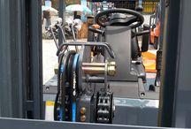 Xe nâng chui Container / Xe nâng hàng - Xe nâng heli tại kho công ty xe nâng Bình Minh. Xe nâng heli. Chui công, Bộ dịch càng. Và nhiều bộ công tác khác.