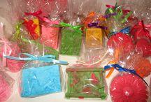Nasze MYdła / U nas możesz stworzyć wyjątkowe mydło, wybierasz formę , zapach, kolor.Sam tworzysz wyjątkowe pachnące mydełko.