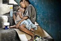 Causas / Cada siglo tiene su manía: el nuestro, que no se tome a broma, tiene la manía humanitaria