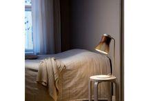 Secto Design / Handgemaakt, Scandinavisch en ecologisch; dat zijn de schitterende lampen van Secto Design. Secto Design verlichting wordt gekenmerkt door heldere lijnen en architectonische vormen. De lichtbron is verstopt in het luchtige ontwerp zodat je niet verblind wordt als je naar de prachtige lamp kijkt. De gehele productielijn, van het samenpersen van hout tot de afwerking, vindt plaats in Finland.