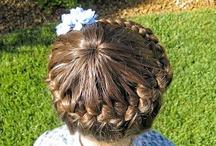 Účesy z http://princesspiggies.blogspot.cz