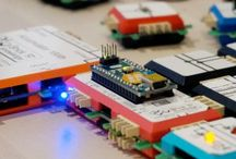 """Brick'R'knowledge-elektronisches Stecksystem / Brick'R'knowledge ist ein innovatives, flexibles und beliebig erweiterbares System zum Lernen, Experimentieren, Entwickeln, Bau von Prototypen und zur Anwendung von Elektronik-Hardware im Heim-Bereich, in Schulen, der Berufsausbildung, im Studium, der Entwicklung und gewerblichen Anwendung. Über die traditionelle Zielgruppe der Aus- und Weiterbildung (Lernende, Lehrende und Entwickler) hinausgehend, richtet sich die Lösung auch an die sogenannten """"Maker""""."""