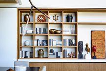 Книжный шкаф и телевизор