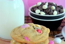 Cookie Recipes / Delicious cookie recipes of all kinds: chocolate cookies, fruit cookies, nut cookies, no bake cookies, etc