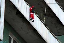 Horripilante decoración navideña / Colección de horripilantes papanoeles trepadores y otros adornos navideños terroríficos
