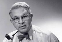 Arne Jacobsen / Arne Jacobsen was een Deense architect en ontwerper. Zijn stijl kan als functionalistisch worden omschreven, want bij hem wordt de vorm steeds door de functie bepaald.