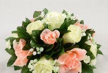 Peach Wedding Theme / Peach colour themed wedding flowers by Petals Polly. www.petalspollyflowers.co.uk