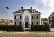 Villabouw Mattone, nét verhuisd / Het formaat is eigenlijk van een herenhuis maar de 'looks' zijn die van een notariswoning. Het is niet de enige woning in jaren dertig stijl in Haags Vroondaal.