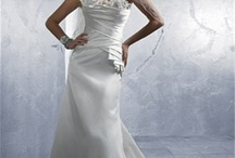 Sundaysbridal / Welcome to Sunday's Bridal  Save 50% to 80% Off Retail  Don't let outrageous store prices stop you from buying the dress of your dreams. We carry new and sample wedding dresses, petticoats, tiaras, and accessories at below market prices.