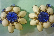 Vintage jewelry and jewelry boxes / by Lone Hardiker