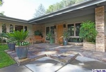 Mid Century and Contemporary Style / Clean lines, simple furnishings, a blurry line between indoor and outdoor spaces.... this makes my heart sing