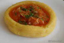 http://dulcesarat.blogspot.ro/2012/03/tocanita-de-ceapa-cu-pasta-de-gogosari.html