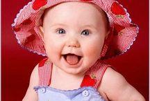 Gülenleri seviyoruz / Bu panoya tebessüm, gülücük veya kahkahalarıyla etrafına pozitif enerji yayan insanları pinliyoruz.