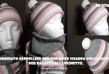 Sciarpa con le tasche e cappellino coordinato