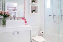 Banheiros Simples e Pequenos. / O banheiro é um espaço que muitas pessoas deixam de lado quando o assunto é decoração, mas hoje em dia eles estão sendo decorados de diversas formas, podendo ser grandes ou pequenos.