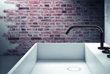 Badkamer kranen / Een badkamer kraan is een essentieel onderdeel van uw badkamer. De meeste badkamerkranen hebben een prominente plek in de badkamer, waardoor het belangrijk is de juiste kraan te kiezen. Bekijk de inspirerende voorbeelden van Laurens Badkamers.