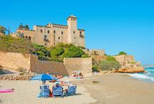 Tarragona / Tarragona szczyci się pięknymi plażami oblewanymi przez fale ciepłego Morza Śródziemnego, bogatą, sięgającą czasów Rzymskich historią oraz uroczymi uliczkami, pełnymi kafajek i restauracji:  http://eurocamp.pl/miejsca-warte-odwiedzenia/hiszpania/tarragona-costa-dorada-hiszpania