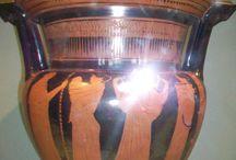 Dioses, mitos y religión  de la antigua Grecia / Colección de cerámica del museo del Louvre en el museo nacional de Colombia