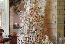 Christmas Decor / #christmas #decor #decorations #ChristmasDecorations / by Maria Proietti