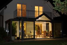 Ma véranda le soir / La véranda est une pièce à vivre à part entière, utilisée le jour comme le soir !