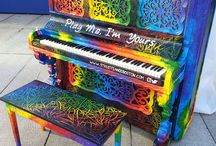 """ Play me, I'm yours "" Pianos"