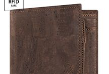 Men's Wallet with Coin Pocket / Need a wallet with coins pocket with the huge benefit of a non-leather product? Check out these great vegan wallets with coin pocket for men.