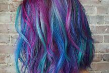 Pelo púrpura azul