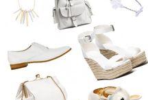 Les accessoires blancs / Véritable nouveauté du printemps-été 2015, les accessoires blancs s'imposent et annoncent avec éclat l'arrivée de la belle saison.  Chaussures, sacs, bijoux… Sélection d'accessoires blancs à moins de 80 € pour le printemps-été 2015.