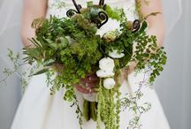 Earth Tones / Fresh cut flowers and foliage in earthy tones and textures.