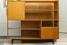 Metamorfoza - biblioteczka z PRL - beton & złoto