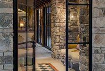 Prosklenne dvere a steny