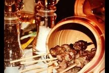 Abruzzo - Food and Wine / La cucina abruzzese è molto vasta ed è originaria dalle tradizioni sia pastorali delle zone interne montane che marinare della zona costiera. Tra i prodotti abruzzesi troviamo i classici confetti tipici della città di Sulmona, lo zafferano coltivato principalmente nell'altopiano di Navelli, gli arrosticini di pecora, gli spaghetti alla chitarra, la Ventricina e il prestigioso vino Montepulciano d'Abruzzo.