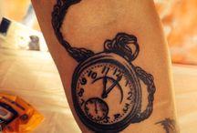 Goldenline Tattoo / Dövme stüdyomuzda en temel prensibimiz sterilizasyon ve hijyendir. Dövme (tattoo) da kullandığımız malzemeler tek kullanımlıktır. Dövme (tattoo) da kullanılan iğneler orijinal kapalı steril paketlerde olduğundan bulaşıcı hastalık riski 0'dır.
