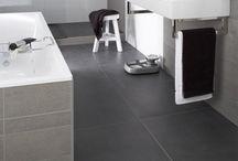Memento badkamer / Oogstrelend design van topmerken. Deze stijlvolle badkamer heeft Baderie voor u samengesteld met producten van Hansgrohe en Villeroy & Boch. Deze badkamer, uitgevoerd in schitterend wit of chique zwart en diverse uitvoeringen creëert een ruimtelijk effect, ook in een wat kleinere ruimte.