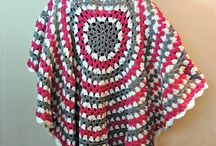 Crochet Poncho Patterns / Is there anything easier to wear than a crochet poncho? Effortlessly chic and comfortable, too, crochet ponchos can quickly dress up any casual outfit in your wardrobe. These free crochet poncho patterns will inspire you to make a few of your own!