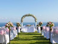How to Beat the Heat for Your Summer Wedding / who doesn't love summer weddings? But make sure you take precautions to beat the heat.