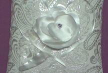 svadobný vankúš / Vankúšik je výnimočný tým, že jeho náplňou sú voňavé bylinky,