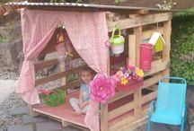 Leikkimökki  pallet playhouse