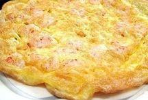 uova e frittate / Ottime come secondo, si possono servire anche come antipasti se tagliate a dadini. Si possono condire con fantasia e gusto. http://iopreparo.com/le-ricette/secondi-piatti/uova-e-frittate/