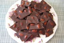 Homemade Chocolate Recipes / Chocolate without the unhealthy fats and preservatives.