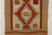 Mis trabajos / Mis obras son tejidas en telar horizontal o vertical aplicando técnicas de tapicería o de faz de trama y urdimbre