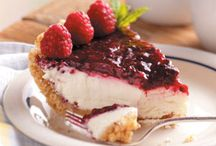 Raspberry cream pie / Baking