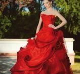 Brautkleider in Farbe / Wunderschöne farbige Hochzeitskleider für Eure farbenfrohe Hochzeit.